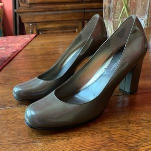 Anne Klein gray leather pumps